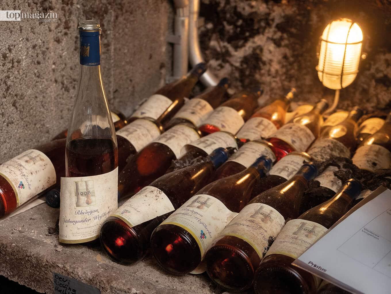 Das Büro des Festivals befindet sich in einem restaurierten Winzerhaus von 1747. Die jährlichen Festival-Weine werden dort im Keller gelagert.