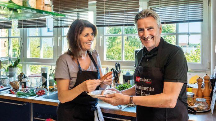 Fröhliches Team mit frischem Fisch – Ehepaar Johanna Höhl und Dieter Müller