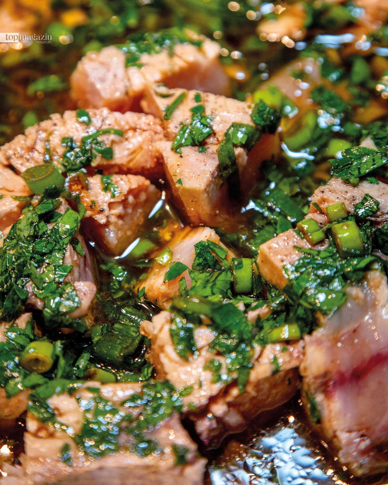 Duett von Lachs und Schwertfisch mit Salsa Verde