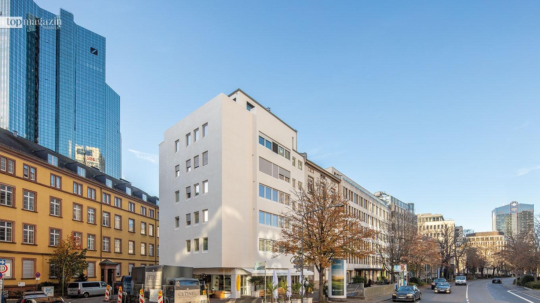 Sanierung eines Wohn- und Geschäftshauses in der Bockenheimer Landstraße, Frankfurt - klimaregulierende, gespachtelte Betonfassade und Aufstockung um ein Penthouse