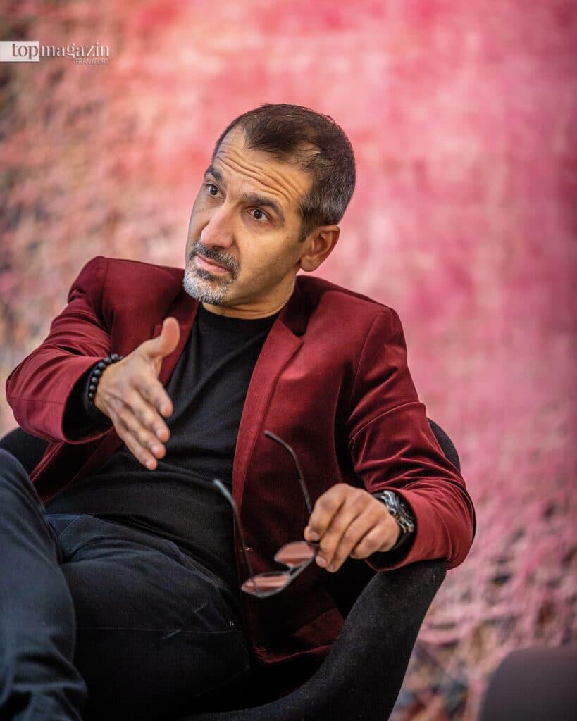 """""""Teppiche sind zu autonomen Wohlfühlinseln geworden - mit einer langen Vergangenheit und einer inspirierenden Gegenwart"""", sagt A. Haghnazari"""