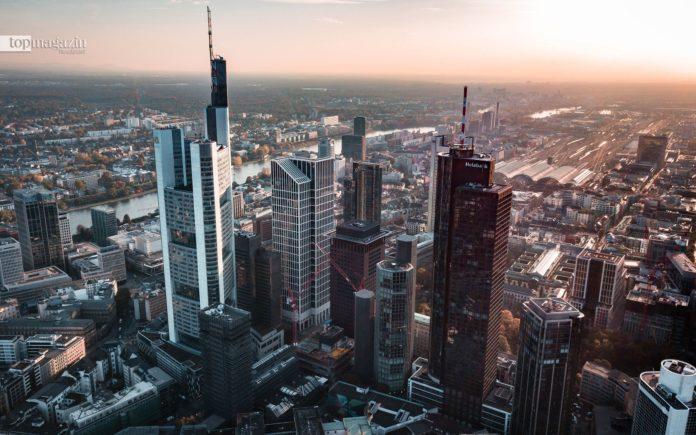 Online-Banking, Direktbanken und Mobile Payment fordern die klassischen Finanzinstitute heraus - viele Filialen müssen schließen
