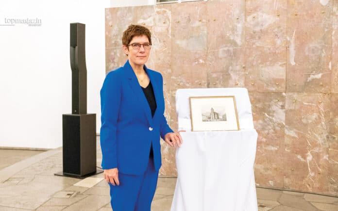 Verteidigungsministerin Annegret Kramp-Karrenbauer bekam den Medienpreis in der Paulskirche verliehen