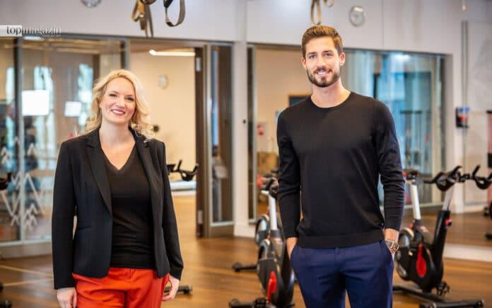 Unternehmerin Martina Peukert mit Eintracht-Keeper Kevin Trapp beim Dreh im Elements Fitness and Wellness – coronakonform mit Abstand und Schnelltest