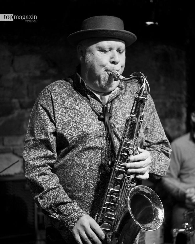 Ende September erhielt der Saxofonist Tony Lakatos in Dr. Hochs Konservatorium in einer coronabedingt kleinen Feier den Hessischen Jazzpreis 2020