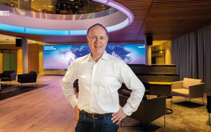 Frank Riemensperger im Campus Kronberg von Accenture