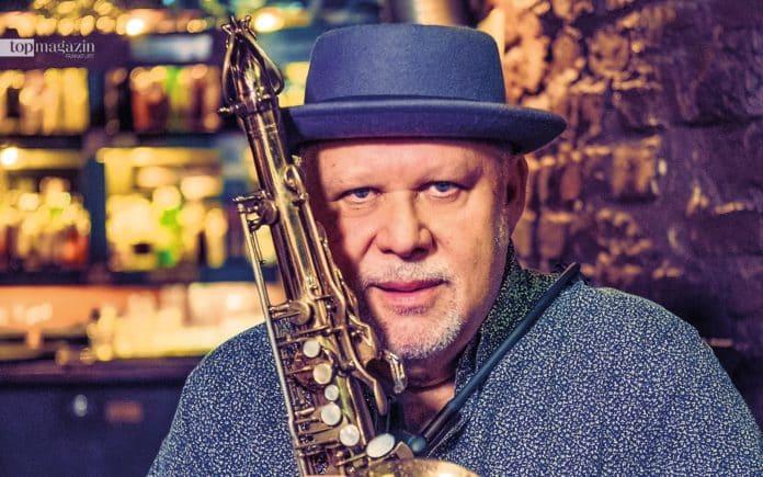 Im Frankfurter Jazzkeller tritt Tony Lakatos monatlich in verschiedenen Formationen auf. Inzwischen werden viele Konzerte auch per Facebook-Livestream übertragen