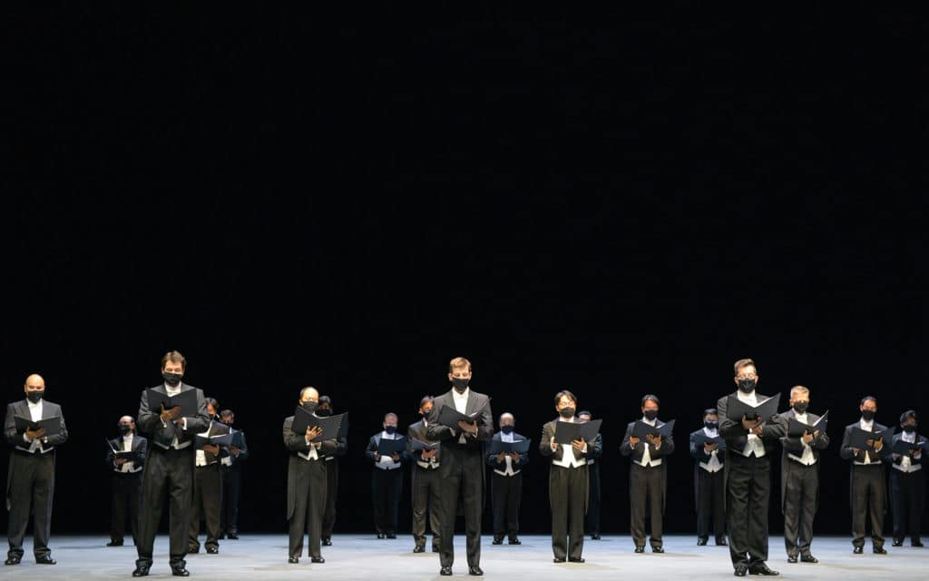 Oper Frankfurt im Corona-Modus - Der Herrenchor tritt jetzt mit Maske auf