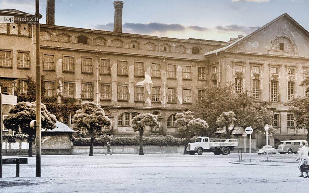 """Das historische Gebäude der früheren """"Königlichen Baugewerksschule"""" am Nibelungenplatz in den 50er-Jahren"""