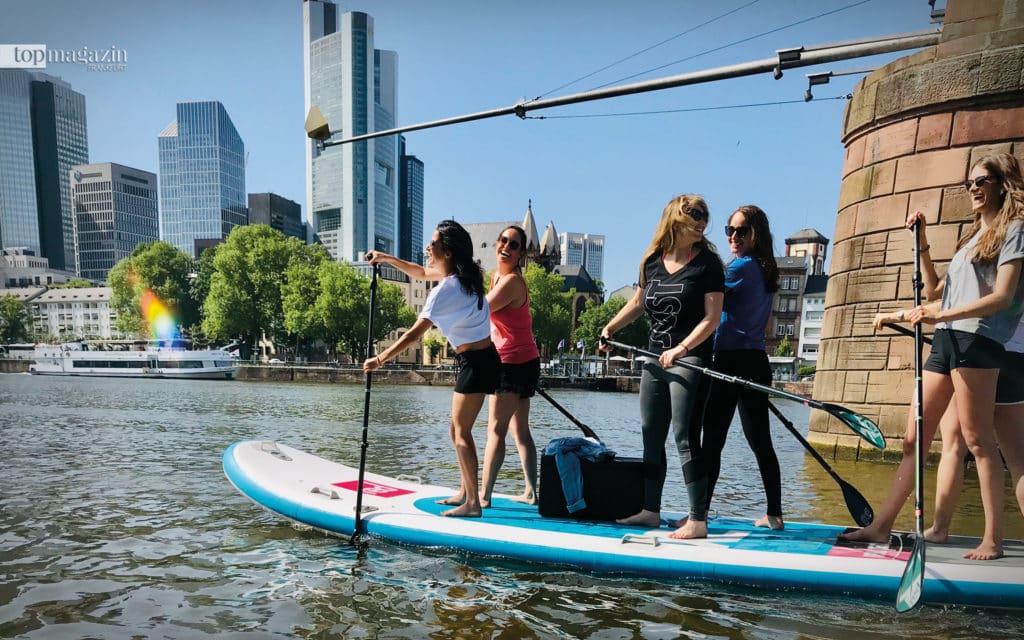 Gemeinsam macht's noch mehr Spaß: Auf den Big-SUP-Boards können bis zu 10 Personen gleichzeitig paddeln