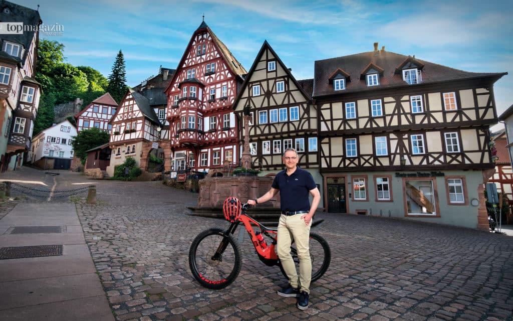 Am berühmten Schnatterloch in Miltenberg, endet unsere Tour mit Bürgermeister Bernd Kahlert