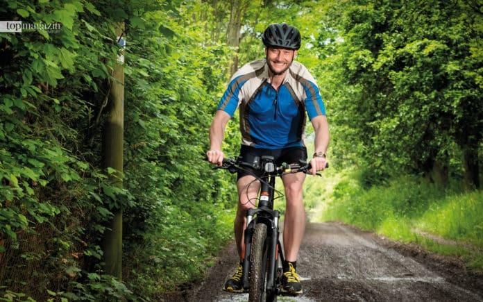 Bad Homburgs Oberbürgermeister Alexander Hetjes tauscht in seiner Freizeit gerne Anzug gegen Sportklamotten und macht dabei auch auf dem E-Bike eine gute Figur