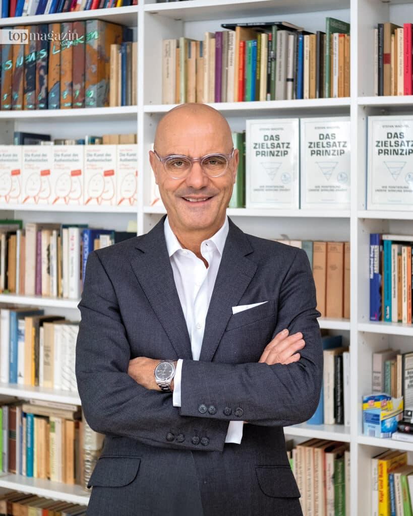 """Dr. Stefan Wachtel ist Sprechwissenschaftler und Autor des Buches """"Das Zielsatz-Prinzip"""""""