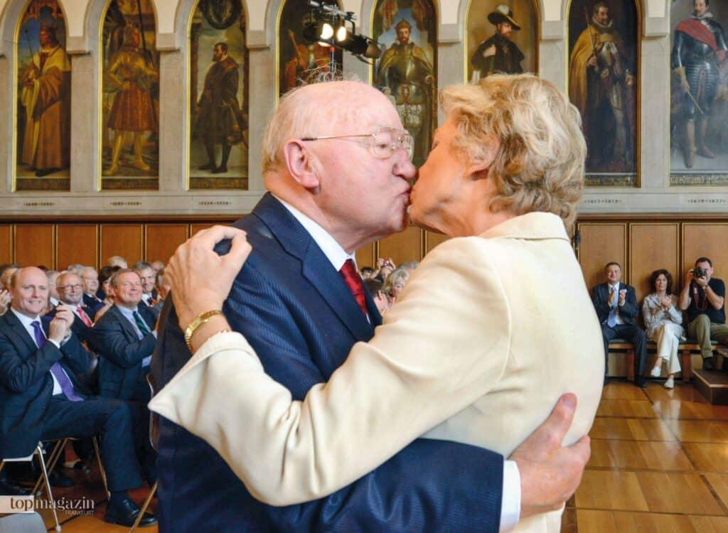 Ernst Gerhardt als Kämmerer in den 1980er Jahren die Finanzen der Stadt verantwortete, war Petra Roth Mitglied der Stadtverordnetenversammlung (Foto oben). Er unterstützte sie auf ihrem Weg zur Oberbürgermeisterin. Beide sind heute eng befreundet. (Foto Kammerer)