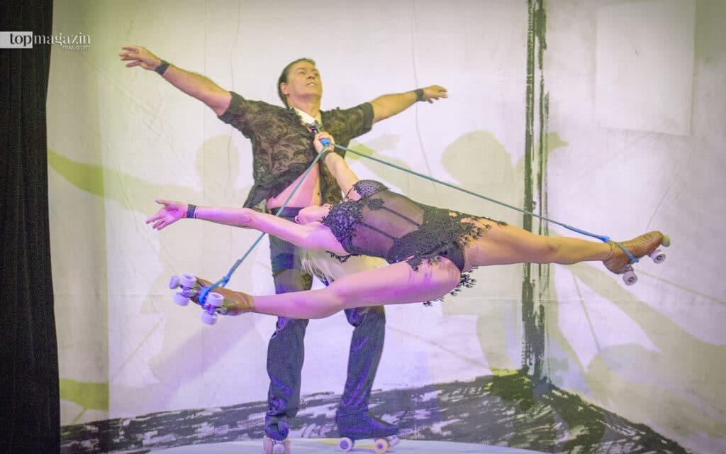 Ihre Akrobatik fasziniert das Publikum immer wieder - das Duo Giurintano mit Rollschuh-Akrobatik (Foto: Bernd Kammerer)