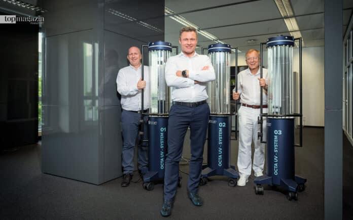 Marcin Przytarski, Dominik Ściepko und Dr. Marian Mross im neuen Eschborner Firmensitz