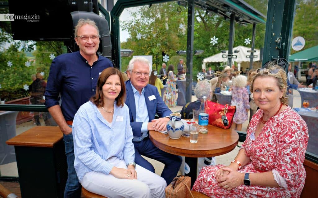Sanofi-Chef Prof. Dr. Jochen Maas mit Frau Brigitte (r.), Sandra Schellhase und Ex Fraport-Chef Prof. Dr. Wilhelm Bender